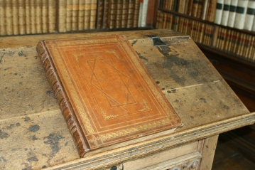 W H Ireland Album of Shakespeare forgeries in the Wren Library, Trinity College Cambridge.jpg